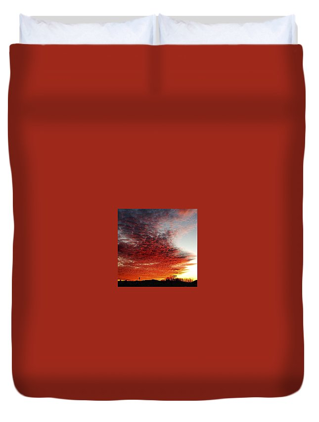Sunset Duvet Cover featuring the photograph Look up by Ryan VanDyne