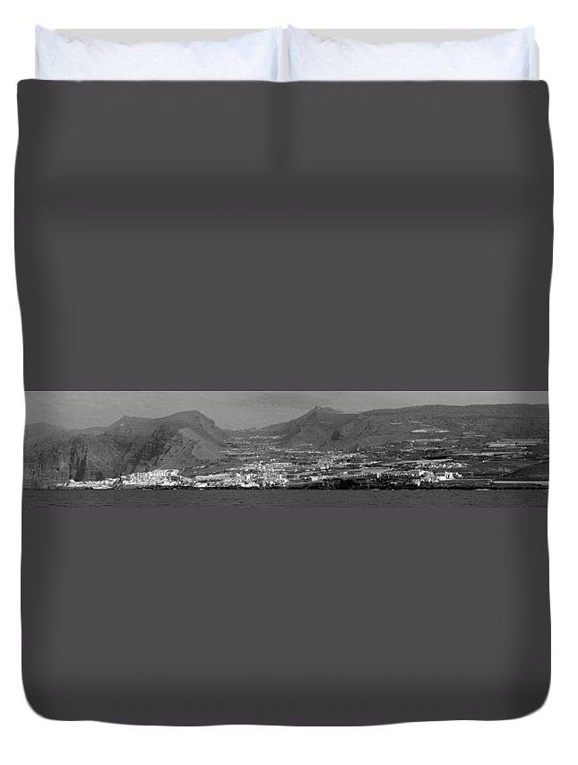 Valasretki Duvet Cover featuring the photograph Los Gigantes Panorama 3 by Jouko Lehto