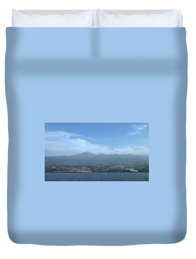 Valasretki Duvet Cover featuring the photograph Los Gigantes Panorama by Jouko Lehto