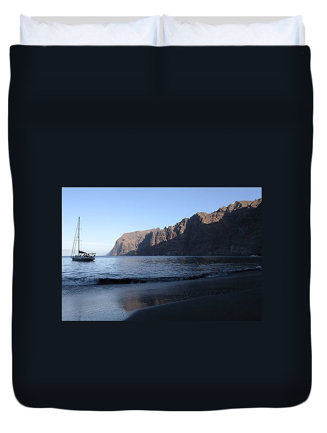 Seascape Duvet Cover featuring the photograph Los Gigantes Yacht by Phil Crean
