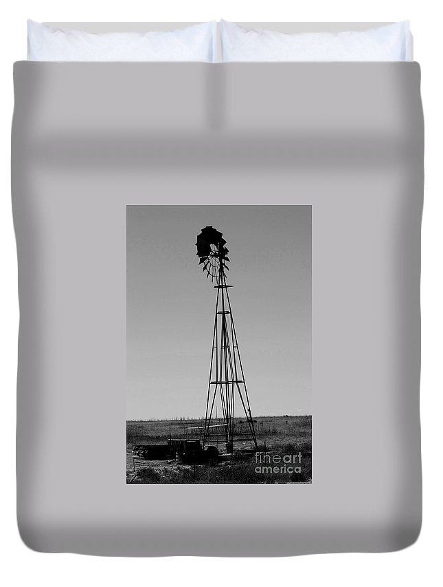 Sante Fe Trail Duvet Cover featuring the photograph Lost Breeze by Tommy Anderson