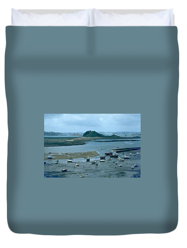 Low Tide Duvet Cover featuring the photograph Low Tide by Flavia Westerwelle