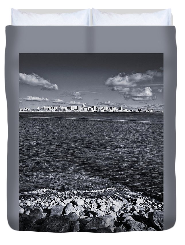 Madison Duvet Cover featuring the photograph Madison Skyline - Black And White by Steven Ralser