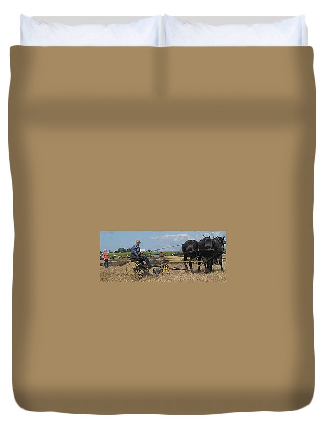Horse Duvet Cover featuring the photograph Making The Clubhouse Turn by Ian MacDonald
