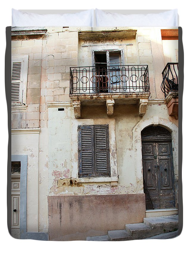 Door Duvet Cover featuring the photograph Maltese House On A Steep Street by Jacqueline Moore