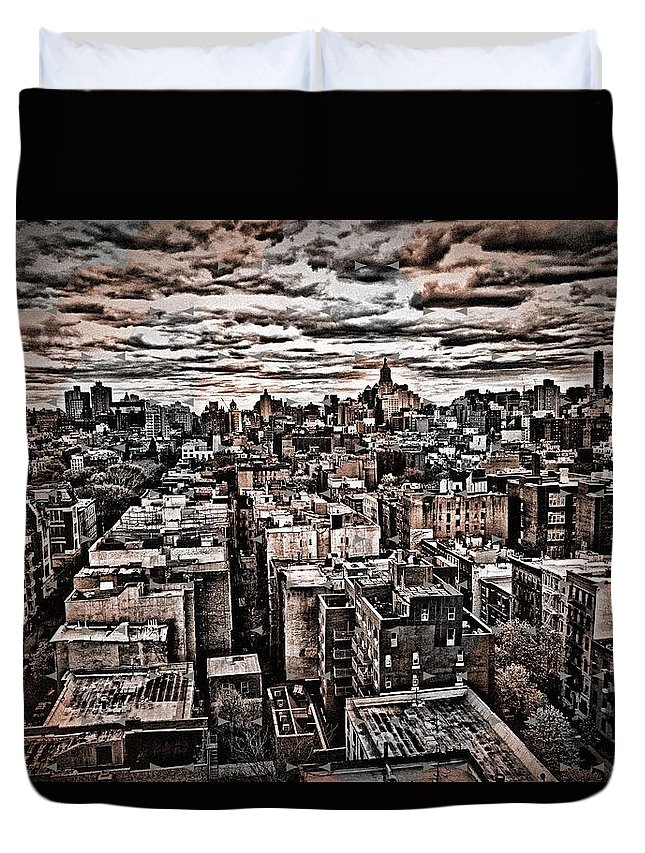 New York City Buildings Duvet Cover featuring the photograph Manhattan Landscape by Joan Reese