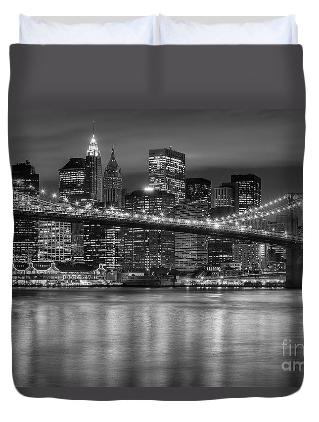 Clarence Holmes Duvet Cover featuring the photograph Manhattan Night Skyline Iv by Clarence Holmes