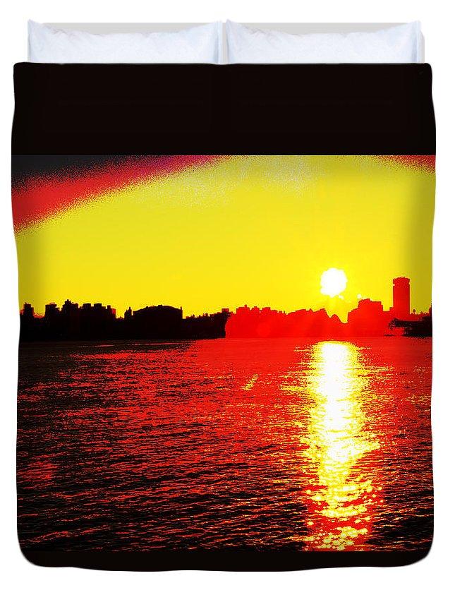 Recent Duvet Cover featuring the photograph Manhattan Sunrise by Geraldine Scull