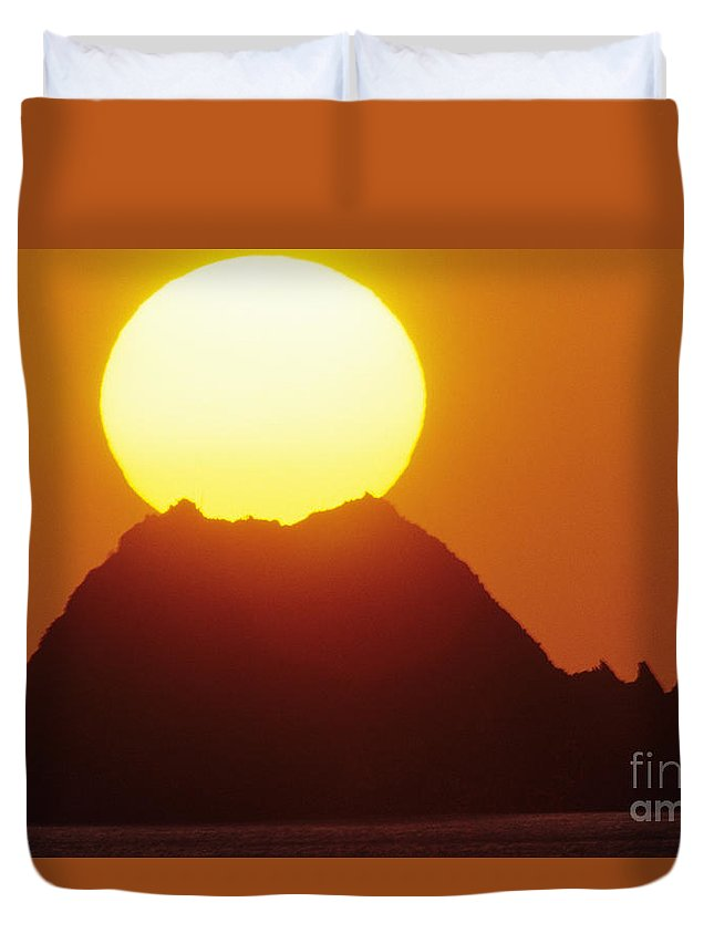 Beautiful Duvet Cover featuring the photograph Manzanillo Sunset by Larry Dale Gordon - Printscapes
