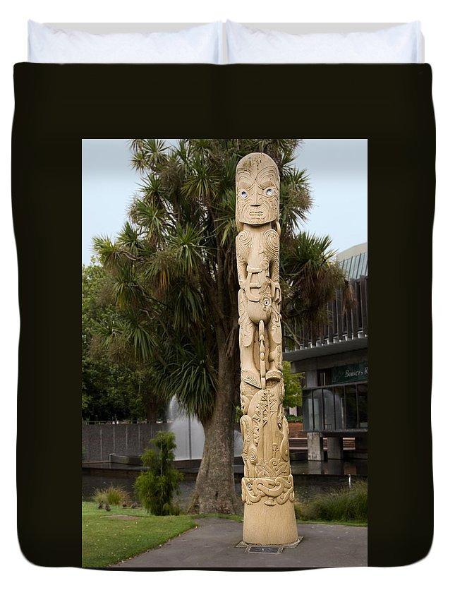 Maori Poupou Duvet Cover featuring the photograph Maori Poupou by Sally Weigand