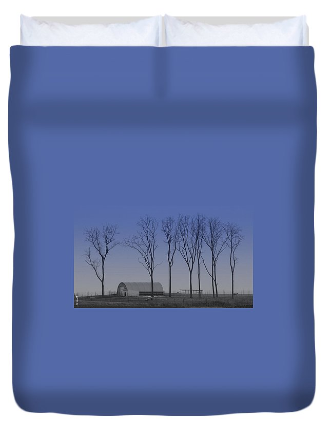 Matching Curves Duvet Cover featuring the photograph Matching Curves by Ed Smith