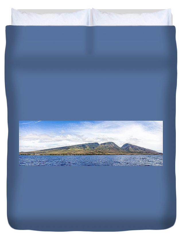Blue Sky Duvet Cover featuring the photograph Maui - View From The Boat by Ritesh Manchanda