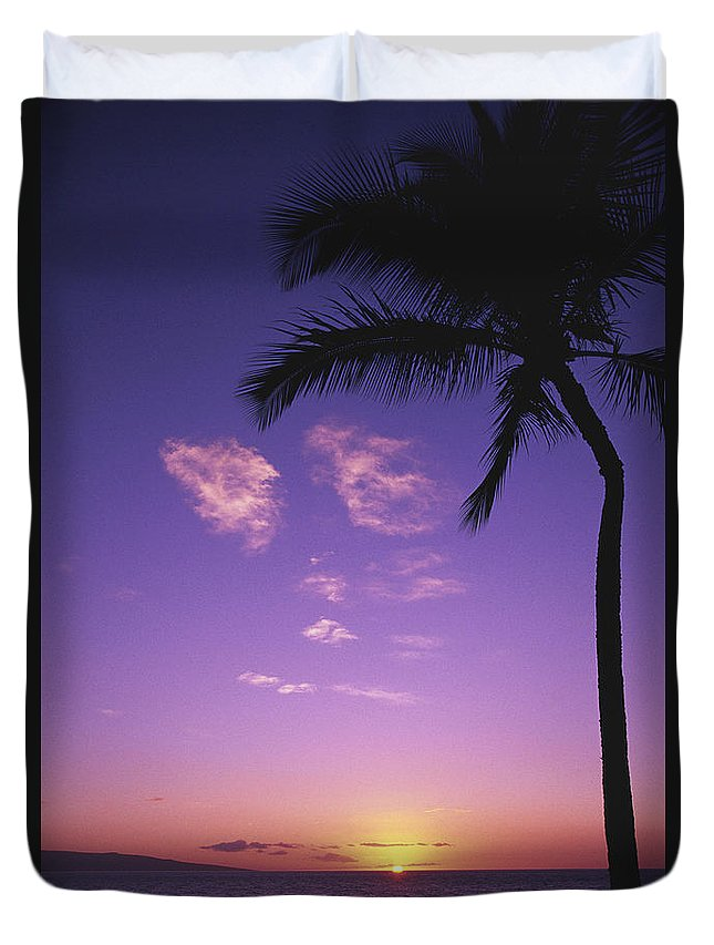 Beach Duvet Cover featuring the photograph Maui, Wailea, Sunset by Tomas del Amo - Printscapes