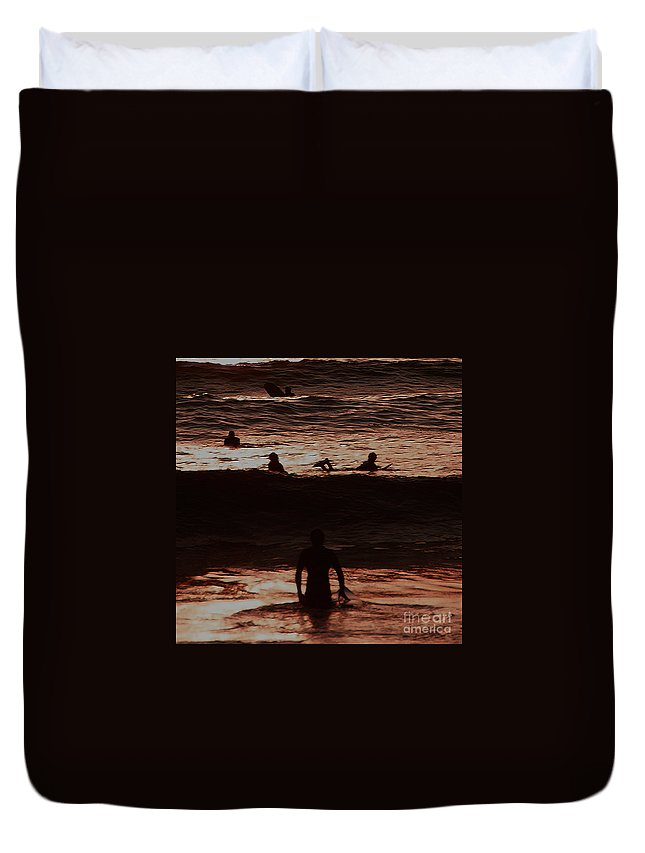 Ocean Duvet Cover featuring the photograph Meditari - Red by Linda Shafer