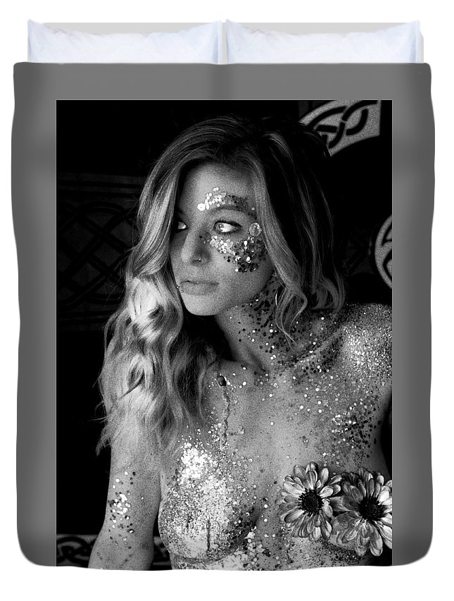Melissa Sparkles Duvet Cover featuring the photograph Melissa Sparkles by Bill Munster