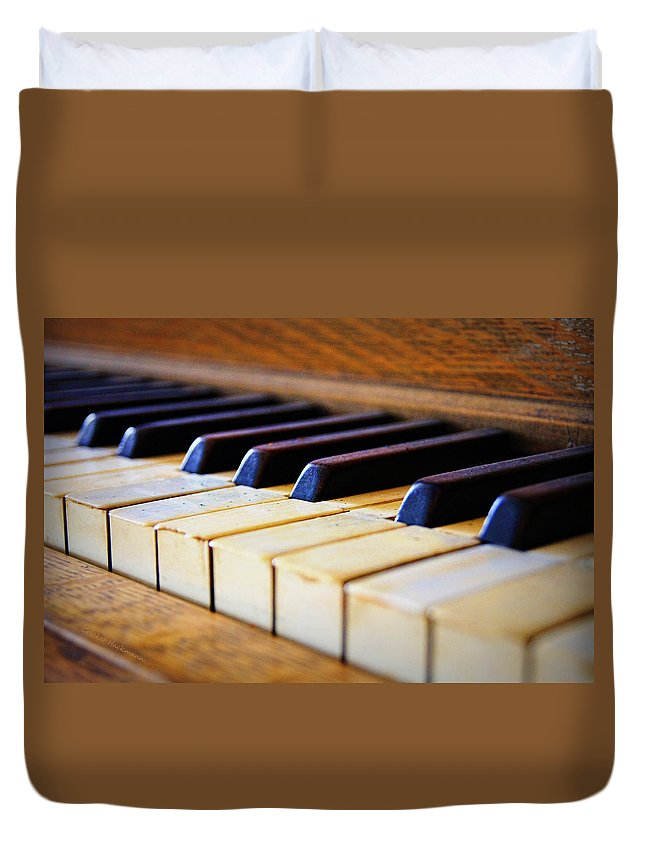 Piano Duvet Cover featuring the photograph Melodies And Memories by Cricket Hackmann