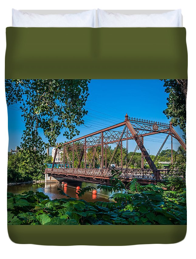 Merriam Street Bridge; Bridge; St. Anthony Riverplace; Minneapolis Duvet Cover featuring the photograph Merriam Street Bridge by Lonnie Paulson