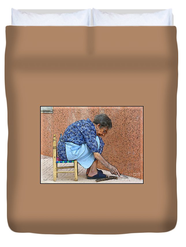 Ebsq Duvet Cover featuring the photograph Mesmerized by Dee Flouton