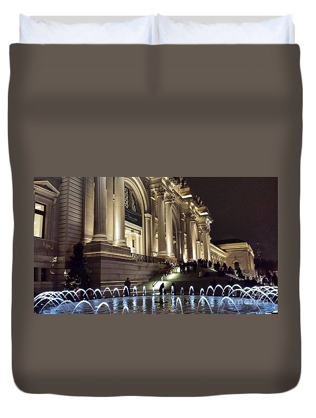 Met Duvet Cover featuring the photograph Metropolitan Museum Of Art Fountain At Night by Jim Ralph