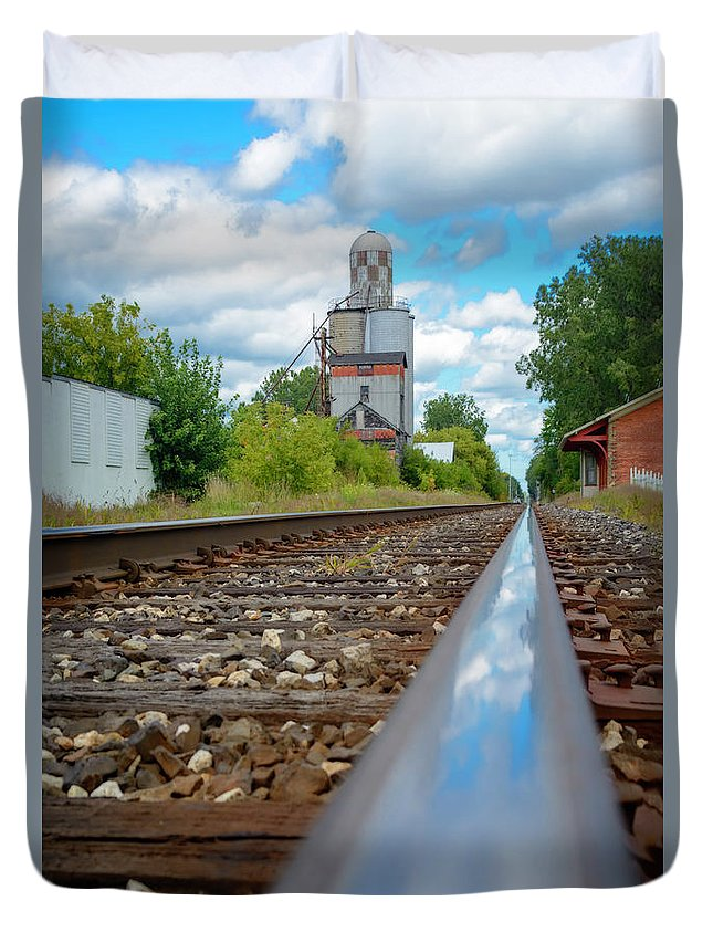 Train Duvet Cover featuring the photograph Mi New Haven Rail Road Reflections by LeeAnn McLaneGoetz McLaneGoetzStudioLLCcom