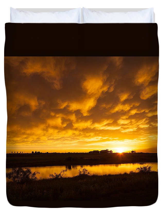 Midland Duvet Cover featuring the photograph Midland Sunset by Brian Grzelewski