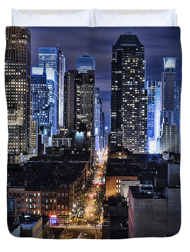 Cityscape Duvet Cover featuring the photograph Midtown Looking From The West by Michael Tischler