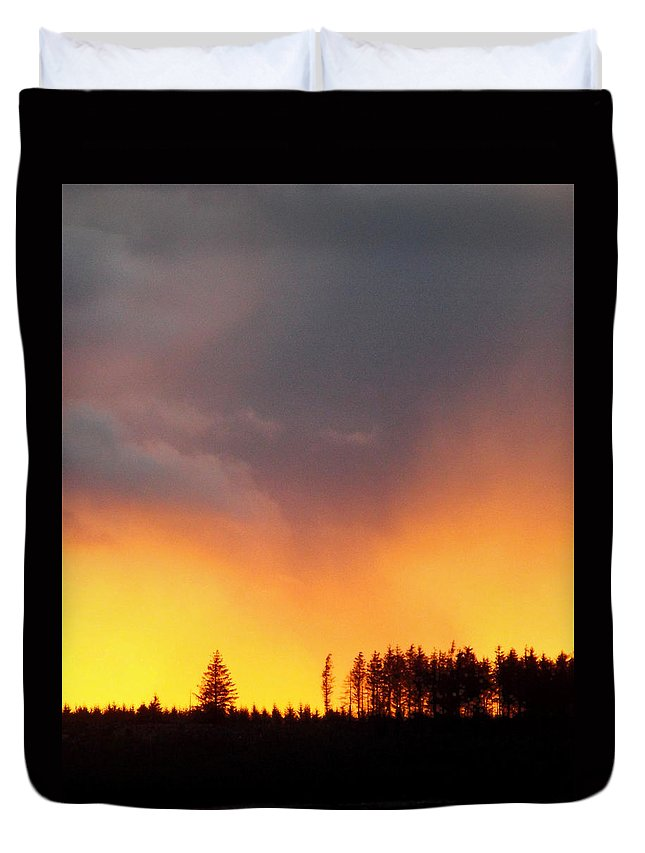 Minera Duvet Cover featuring the photograph Minera Sunset by Brainwave Pictures