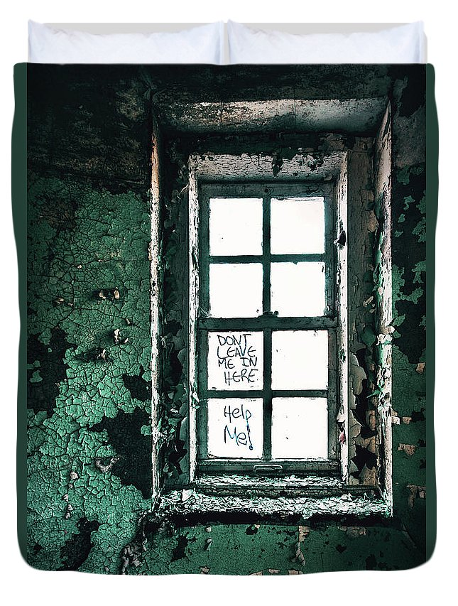 Kremsdorf Duvet Cover featuring the photograph Misery Screams by Evelina Kremsdorf