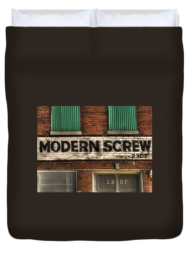Hdr Duvet Cover featuring the photograph Modern Screw by Jane Linders