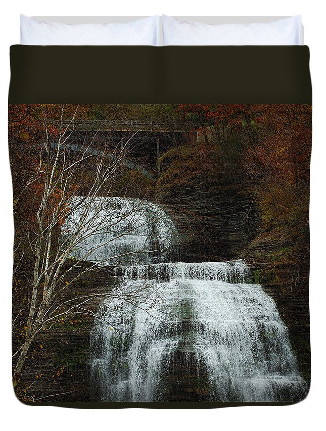 Fall Water New York Ny Duvet Cover featuring the photograph Montour Falls by Linda Murphy