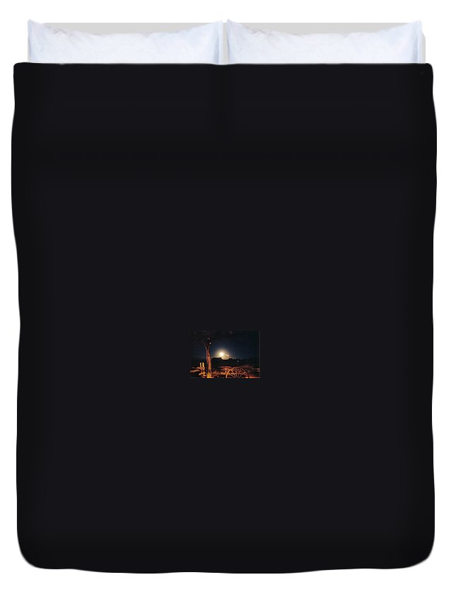 Landscape Duvet Cover featuring the photograph Monument Moonrise by Cathy Franklin