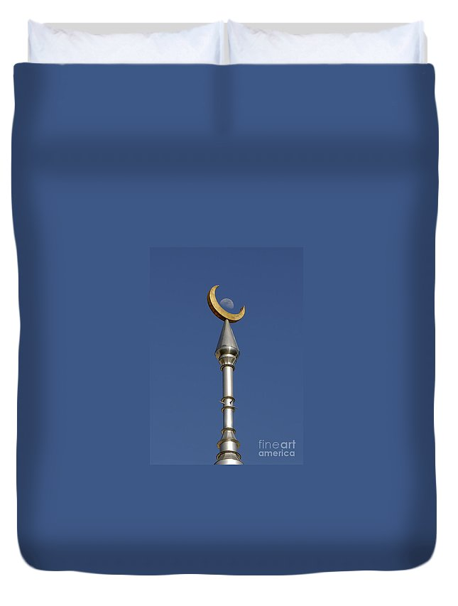 Minarets Duvet Cover featuring the photograph Moon Over Minarets by David Lee Thompson