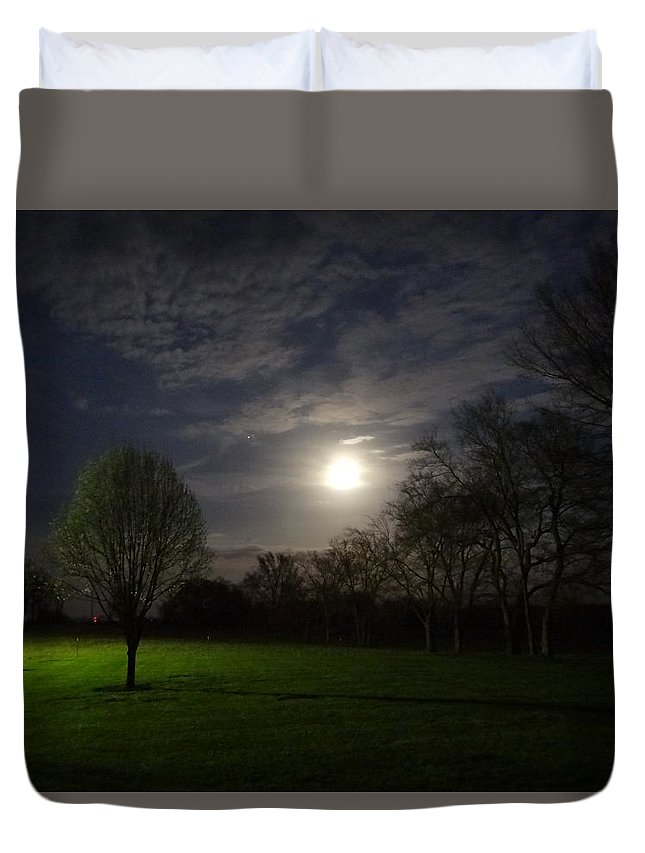 Moon Duvet Cover featuring the photograph Moon Rise by Deb Rassel