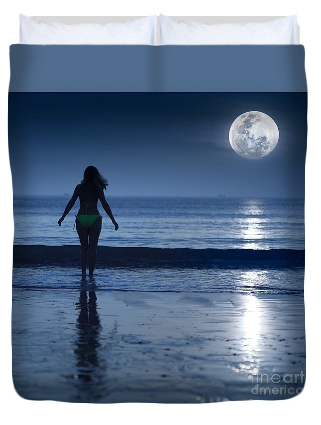 Moon Duvet Cover featuring the photograph Moonlight by MotHaiBaPhoto Prints