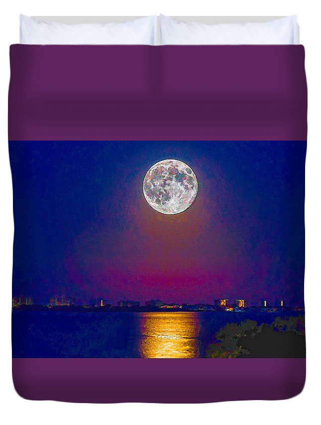 Moon Duvet Cover featuring the photograph Moonrise by Richard Goldman
