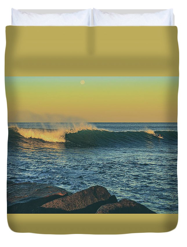 Ocean Duvet Cover featuring the photograph Morning Moonrise by Ian Fraser