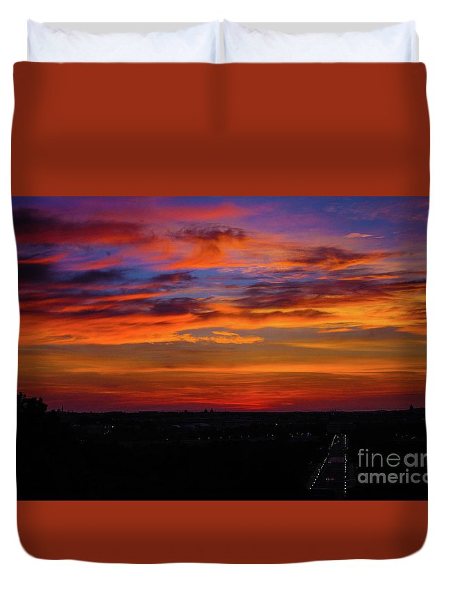 This Is A Photo Taken From Arlington Cemetery At 6am Duvet Cover featuring the photograph Morning Sky Over Washington D C by William Rogers