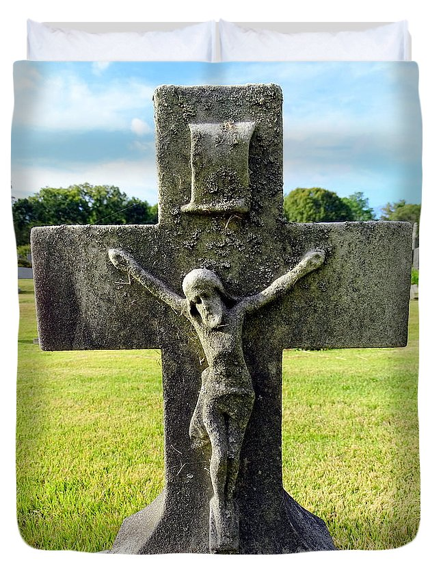Crucifixion Duvet Cover featuring the photograph Moss On Cross by Ed Weidman