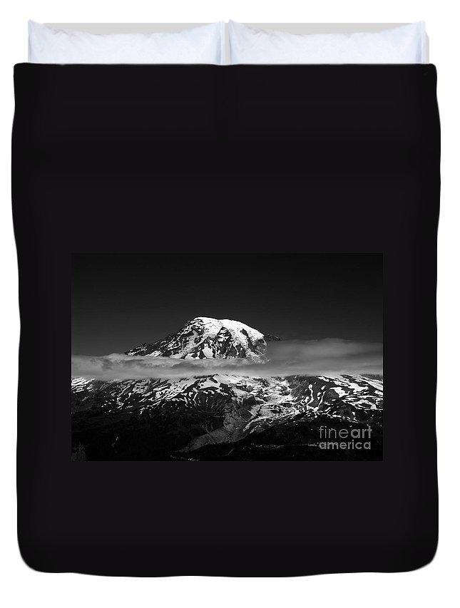 Mount Rainier Duvet Cover featuring the photograph Mount Rainier by David Lee Thompson