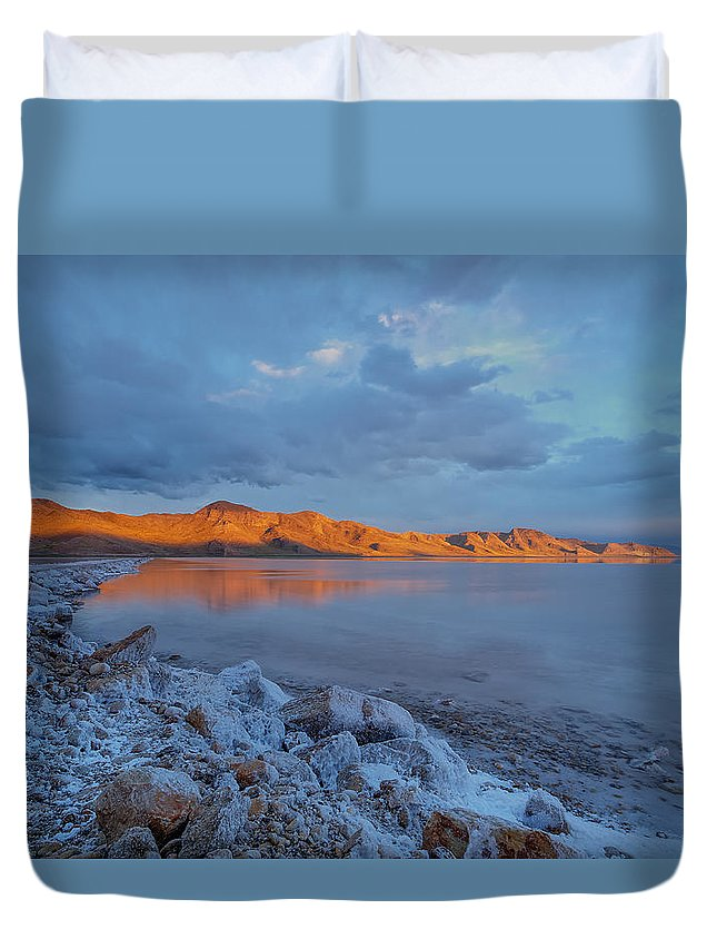 Great Salt Lake Duvet Cover featuring the photograph Mountain Glow by Prajit Ravindran