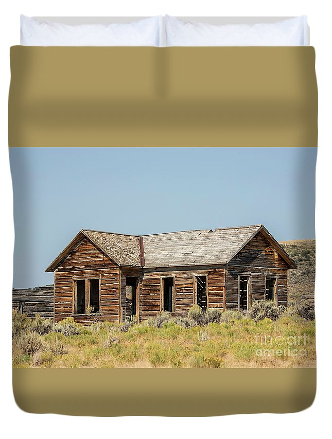 Buildings Duvet Cover featuring the photograph Muddy Creek House by Carolyn Fox