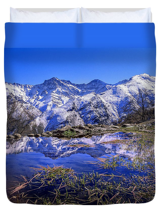 Lake Duvet Cover featuring the photograph Mulhacen Alcazaba And Vacares by Guido Montanes Castillo