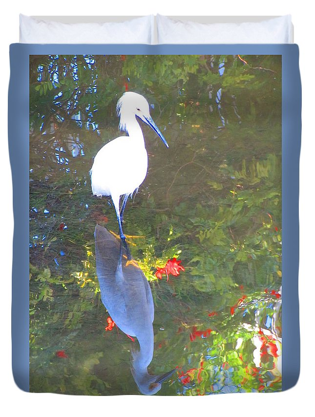 Snowy Egret Duvet Cover featuring the photograph Narcissusgret by ChaNooga Annie