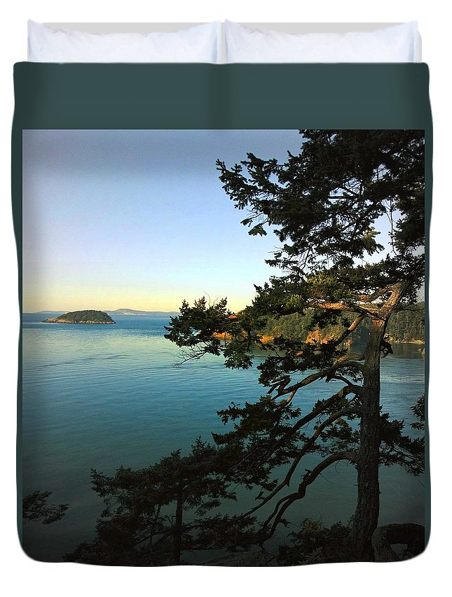 Tree Duvet Cover featuring the photograph Near Deception Pass by Sandra Peery