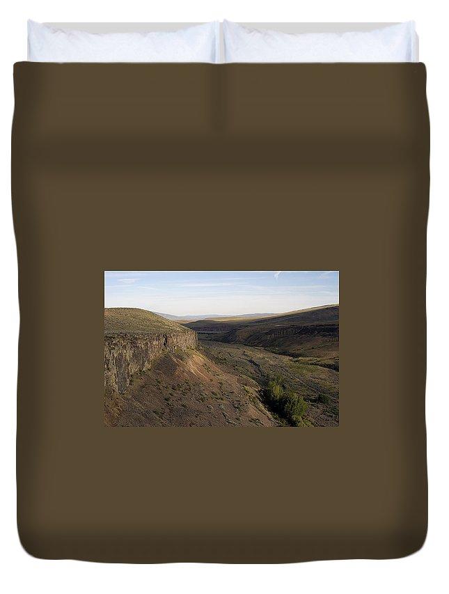 Yakima Duvet Cover featuring the photograph Near Yakama - Washington by D'Arcy Evans