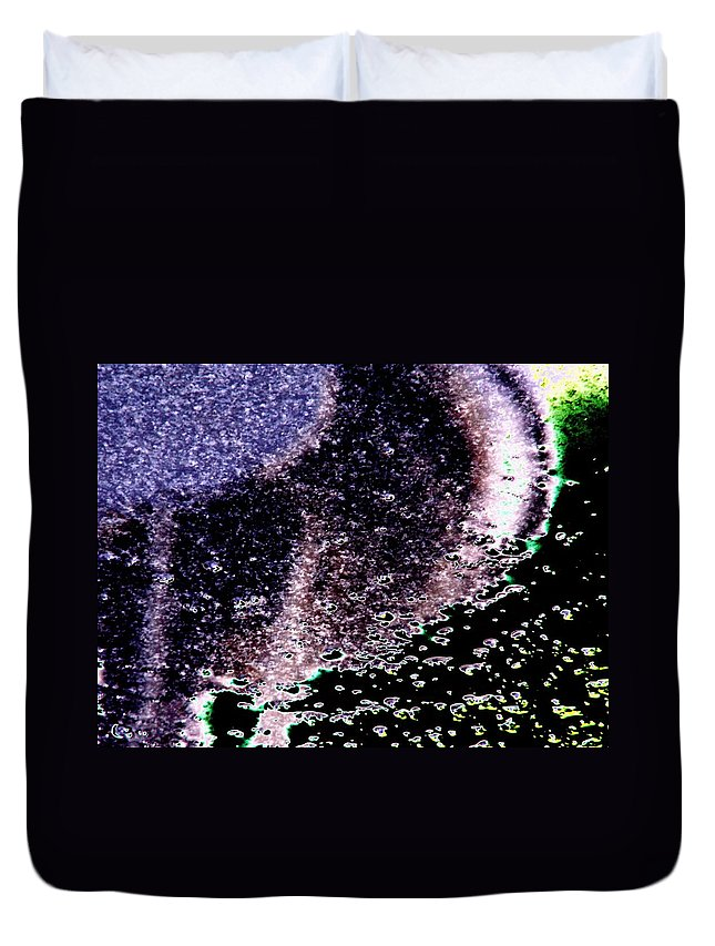 Seattle Duvet Cover featuring the digital art Needle Reflect by Tim Allen