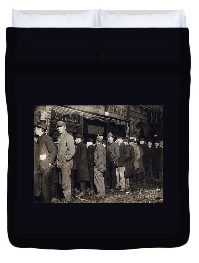 1907 Duvet Cover featuring the photograph New York: Bread Line, 1907 by Granger