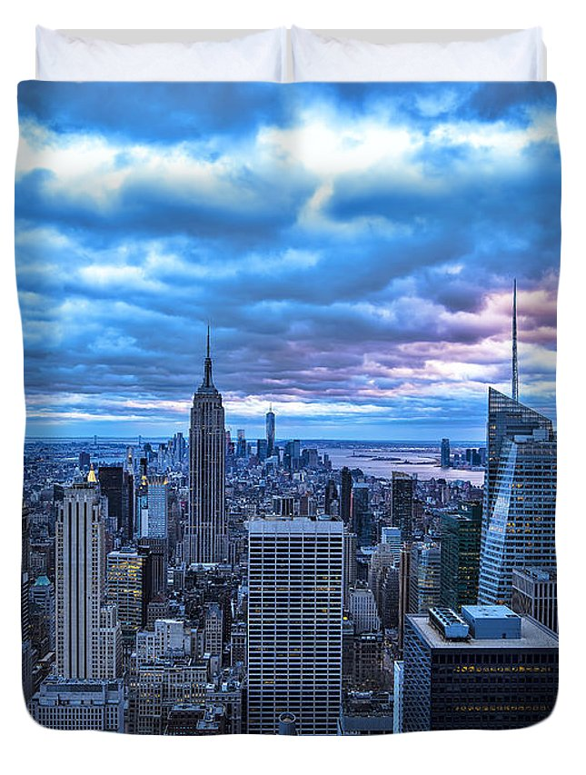 Cityscape Duvet Cover featuring the photograph New York City Looking South by Michael Tischler