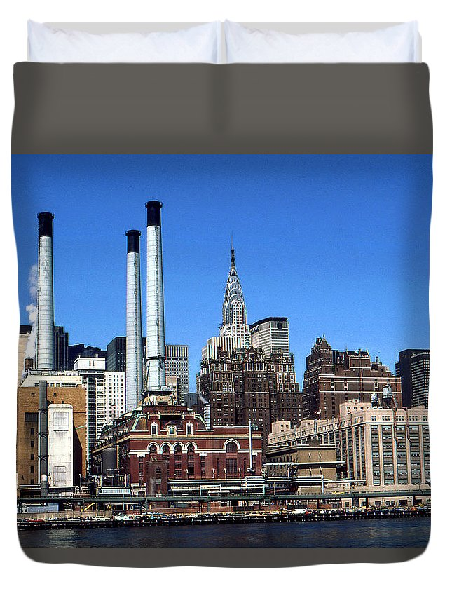 New+york Duvet Cover featuring the photograph New York Mid Manhattan Skyline by Peter Potter