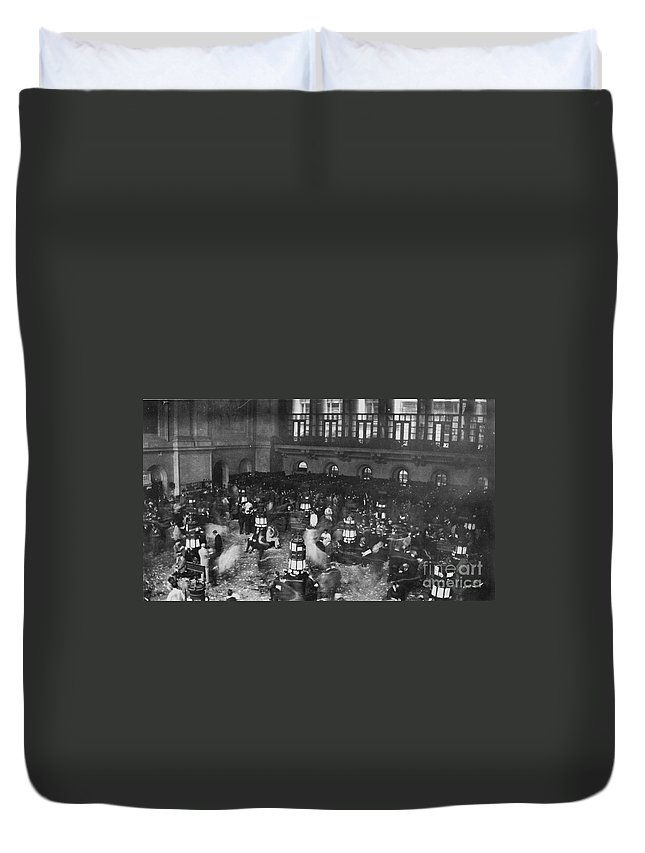 1907 Duvet Cover featuring the photograph New York Stock Exchange by Granger